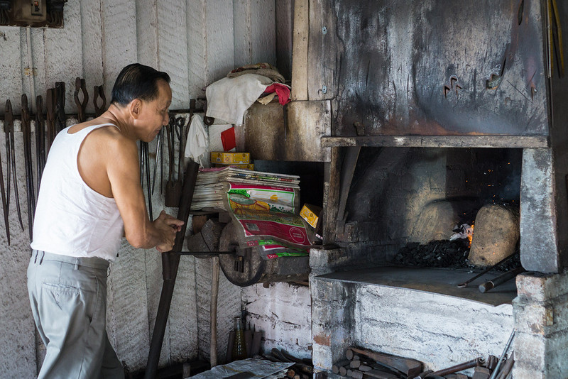 Blacksmith Sri Gading - starting fire