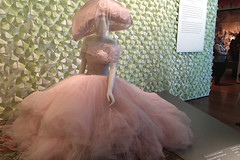 De Young Museum - Oscar de la Renta Hat Dress Scarf
