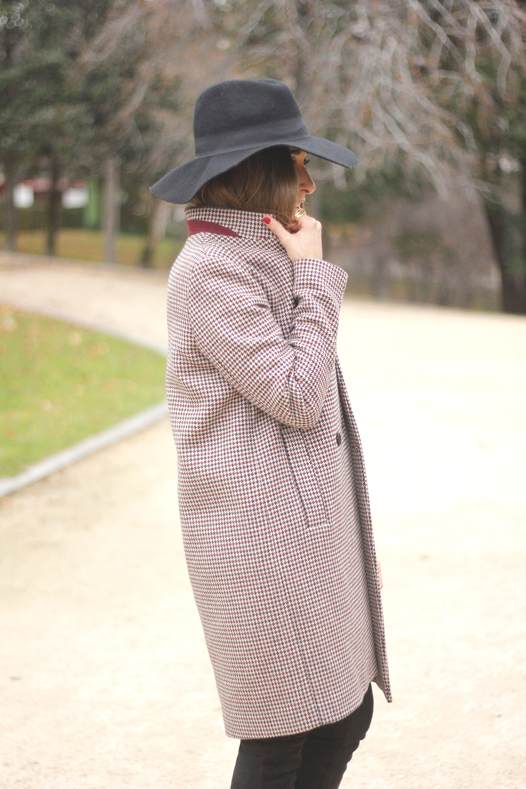 houndstooth coat, white sweater, over the knee boots, black hat, outfit, style, jeans15