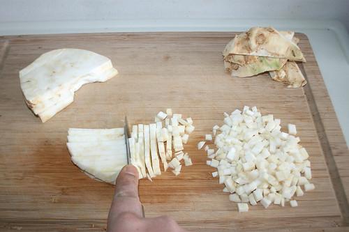 15 - Knollensellerie schälen & würfeln / Peel & dice celeriac