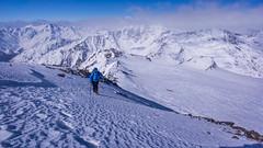 Tomasz pochodzi granią wyprowadzającą na szczyt Similuan 3599m