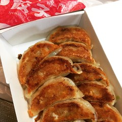 "trying out the new gyoza shop near our station...love the crisp gyoza bottoms, but didn't appreciate the guy with the ""tude""  #gyoza #ishibashi #ikeda #osaka #餃子王 #石橋 #池田 #今働いてるの男性は愛想ないです。#餃子は美味しいけど"