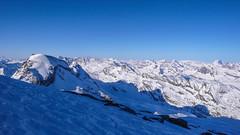 Podejście na Gran Paradiso 4061m. w pierwszych promieniach słonecznych.