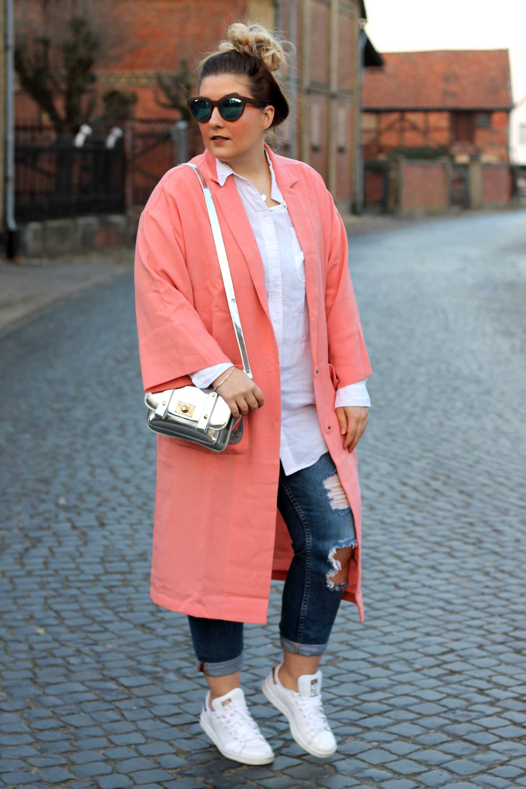 outfit-pinker-mantel-rosa-jeans-zara-adidas-stan-smith-rosegold