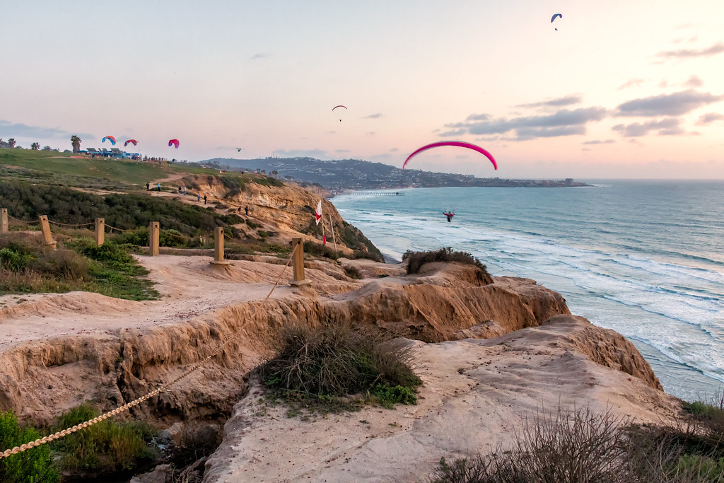 Seeing the coast on a glider is one of the best extreme adventures in San Diego