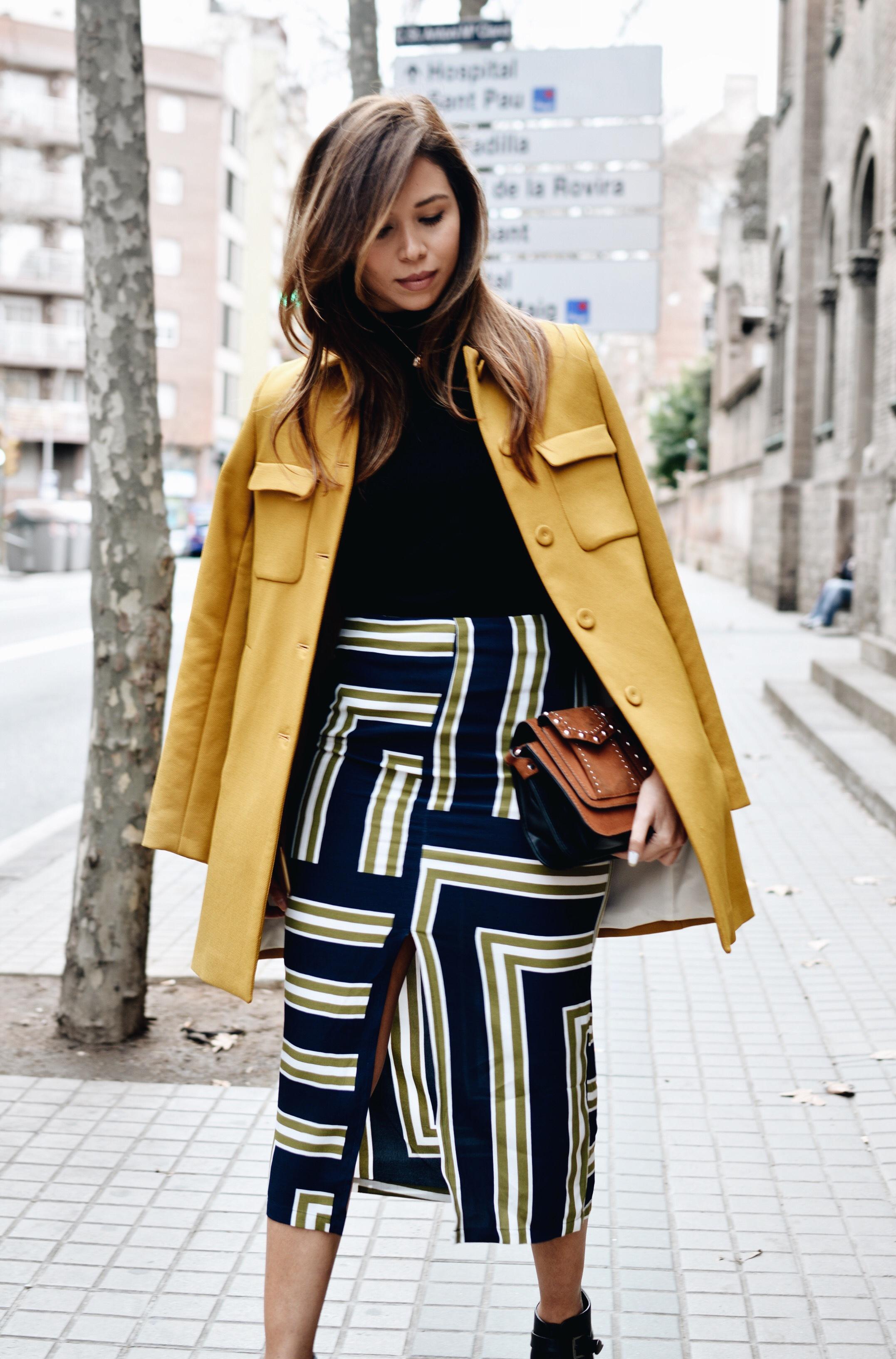Como combinar abrigo amarillo