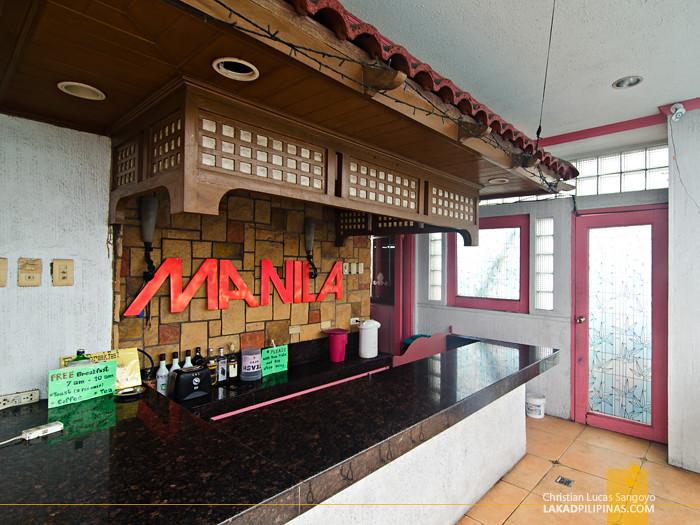 Pink Hostel Manila Bar