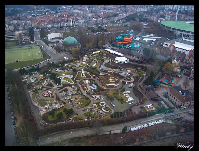 Vista del parque Mini Europa desde el Atomium