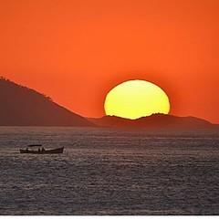 Coisa mais linda o amanhecer na Praia Vermelha, primorosamente tegistrafo por Carlos Monteiro...  #aplausoblogauroradecinema  #blogauroradecinemaaplaude  #riocidadeolimpica #errejota #riodejaneiro #rio40graus #summer #amanhecerdodia #amanhecer #alvorada #