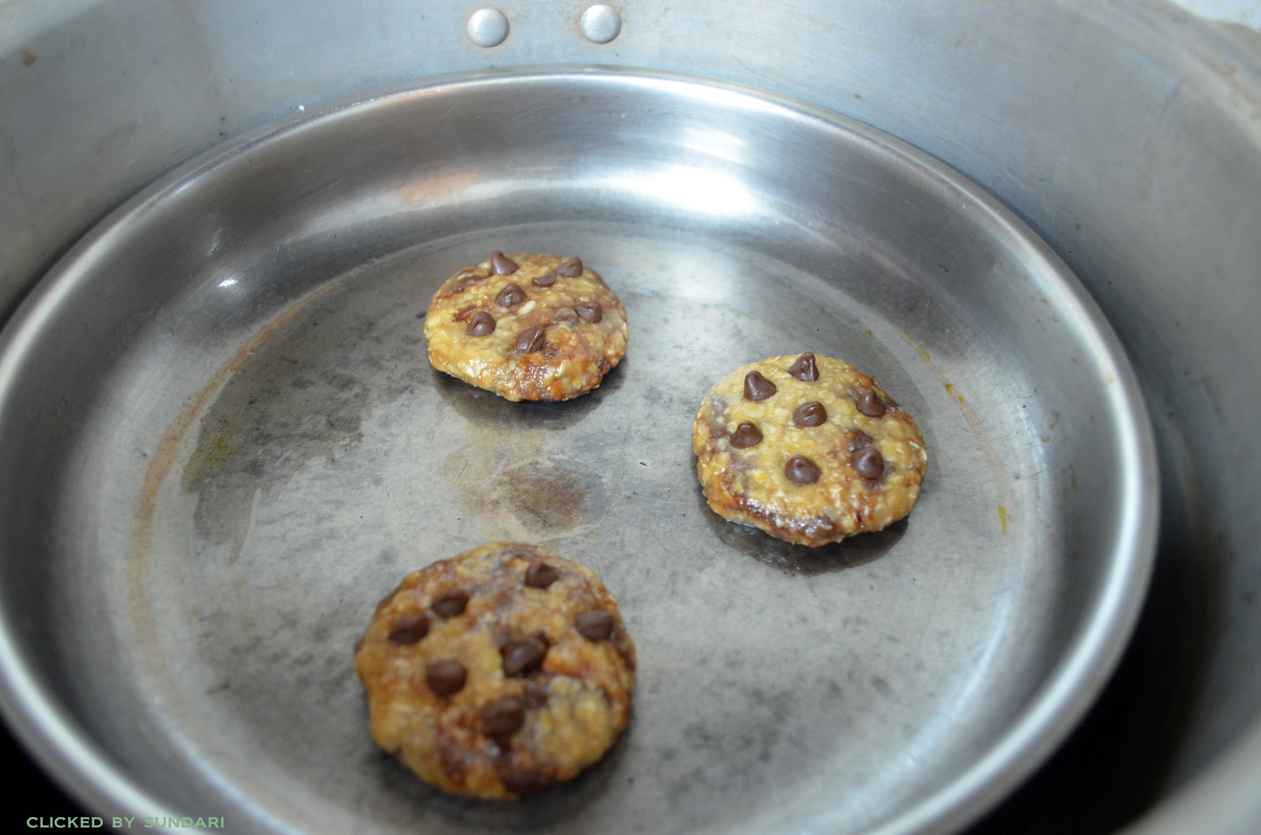 Eggless Oatmeal Cookies Recipe - Place the cookies pan inside the cooker