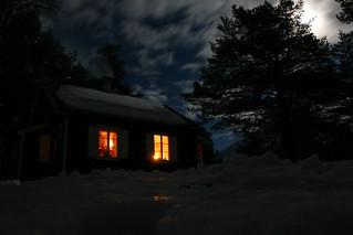 hytta_måne_lys