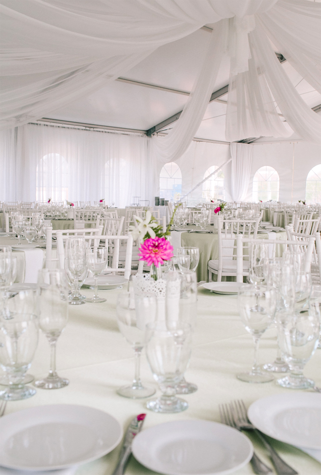 White table linen with hot pink wedding centerpieces for Garden Chic wedding in Ontario The bride wears #BHLDN wedding dress   Photography: Fern Shin Photography   Read more on Fab Mood - UK wedding Blog #gardenwedding