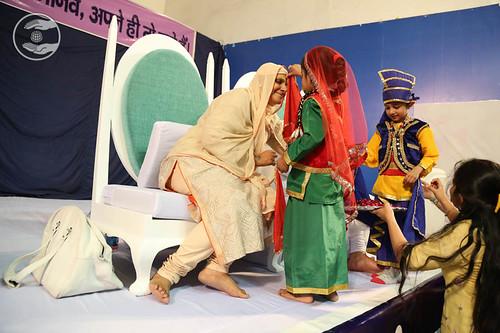 Offering Holi Colour to Pujya Mata Ji