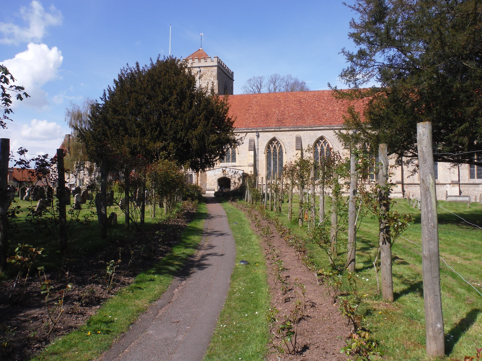 Path to Dorchester Abbey SWC Walk 44 - Didcot Circular