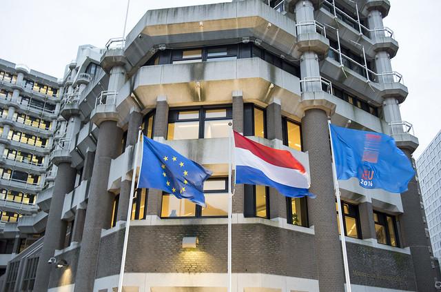160107 Vlaggen EU en Voorzitterschap bij BZ