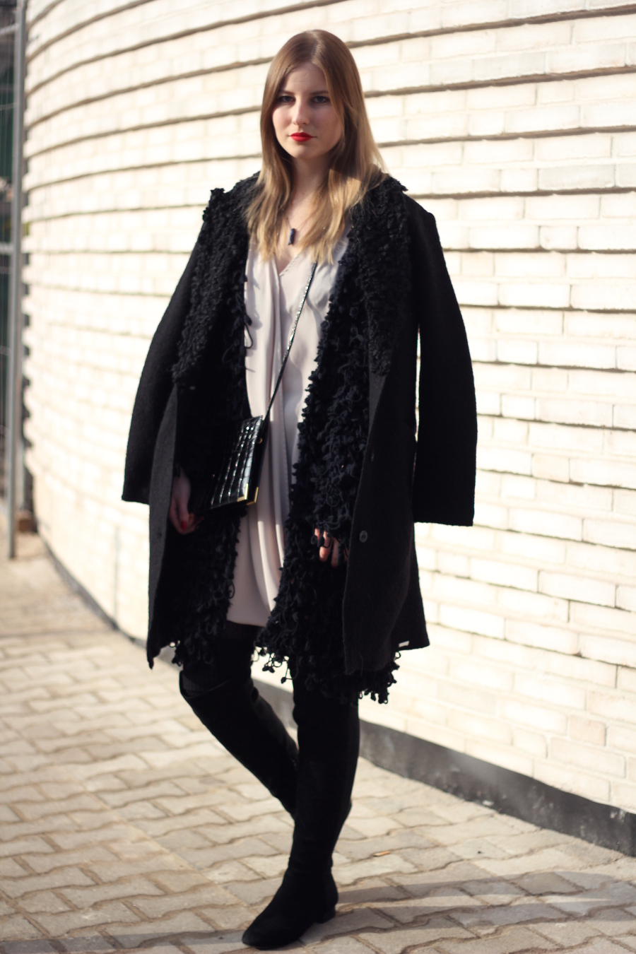 outfit layering dress caot wool diesel zara fashion frankfurt blogger winter black beige grau