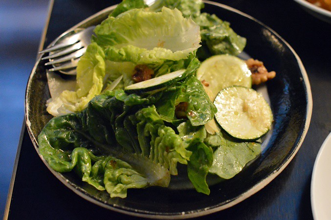 Leaf salad, walnut, zucchini, Pecorino