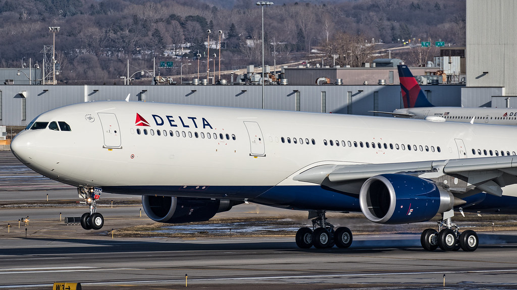 N826NW - A333 - Delta Air Lines