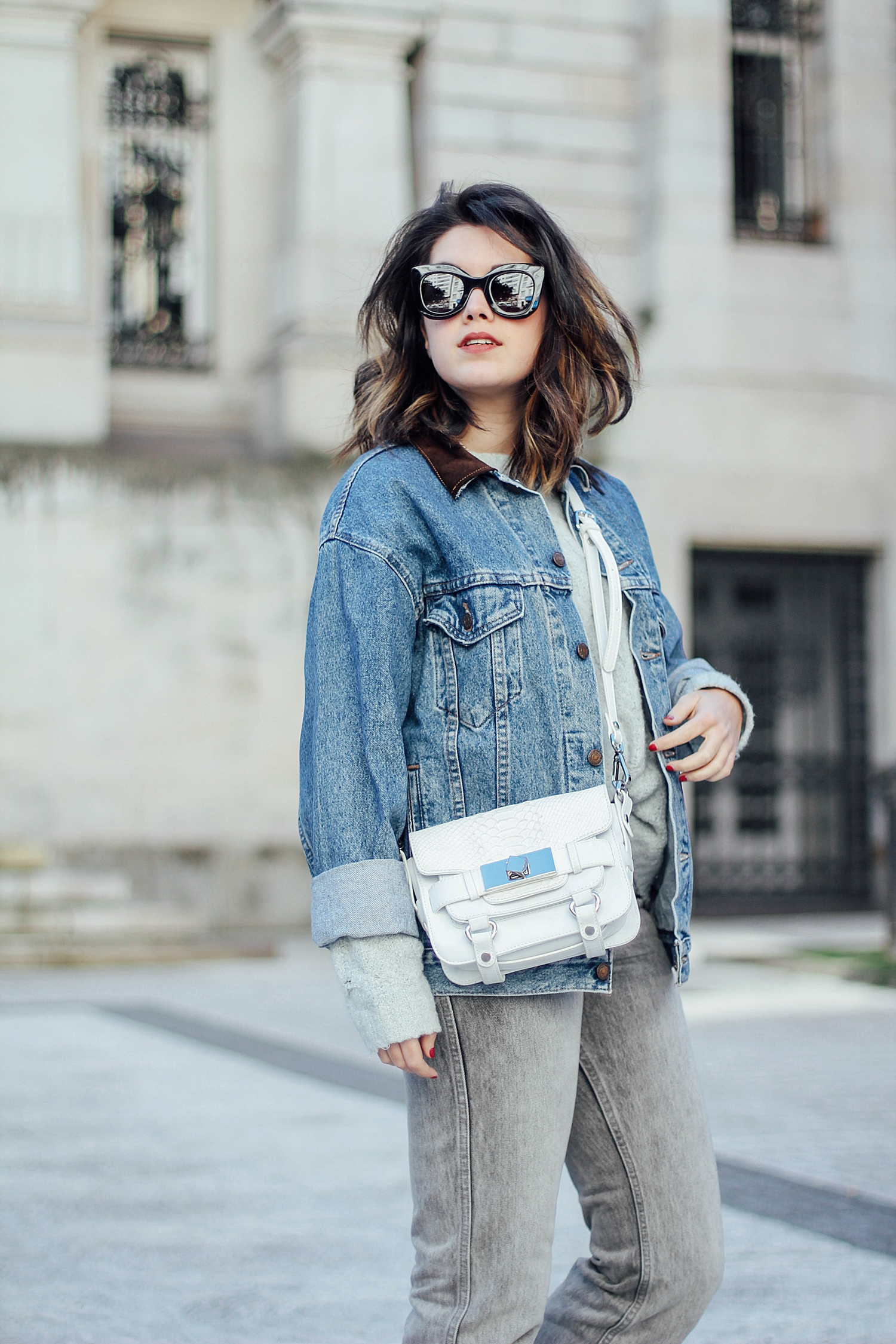 levi's cazadora vaquera vintage_mom jeans_gucci loafers_celine sunglasses_baby marta_streetstyle