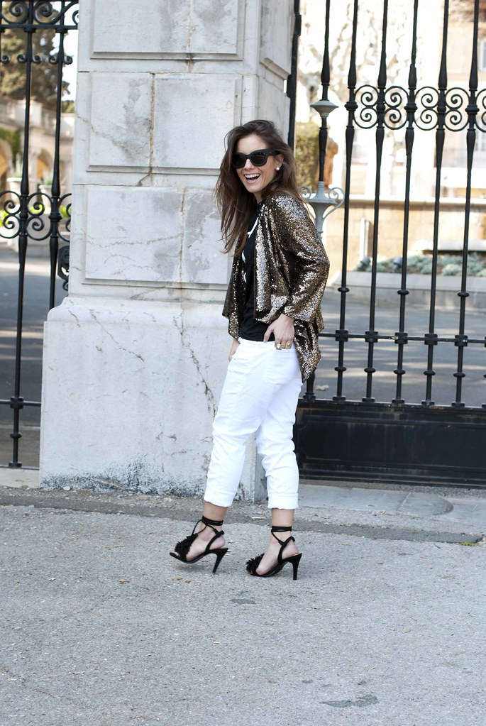 08_black_and_white_outfit