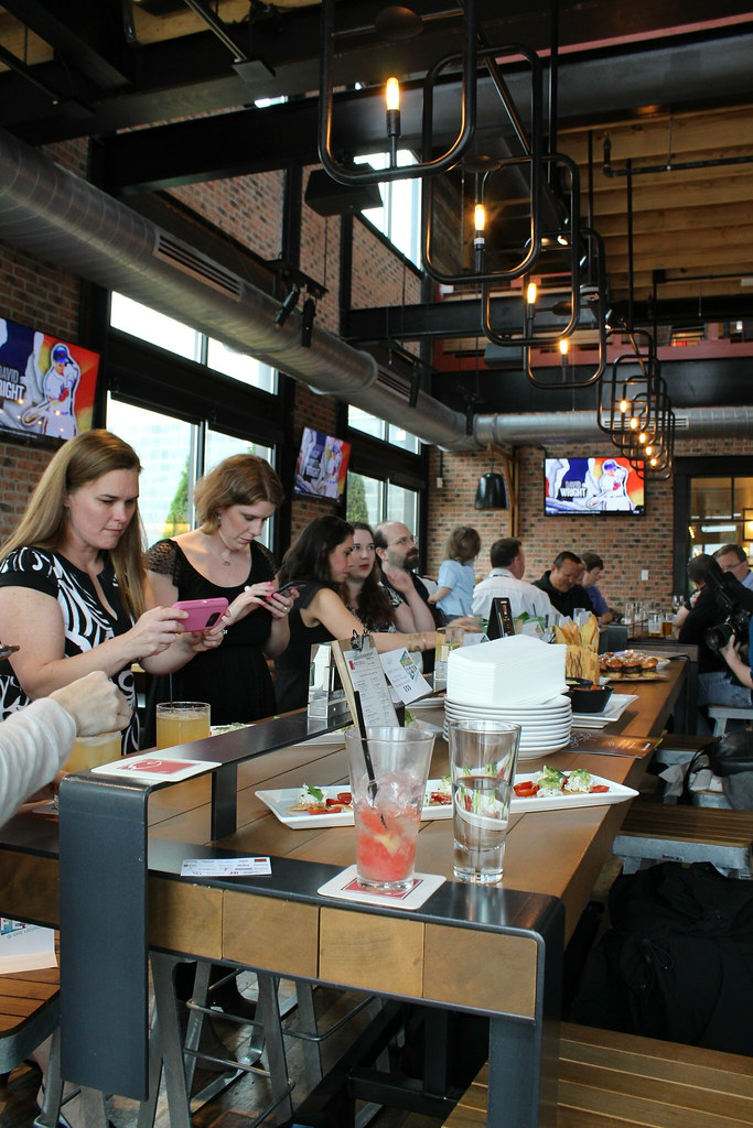 Blogger happy hour at Matchbox in One Loudoun
