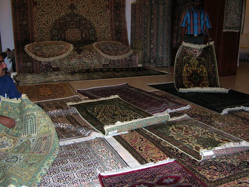 Venta de alfombras en los alrededores del Templo de Sri Meenakshi