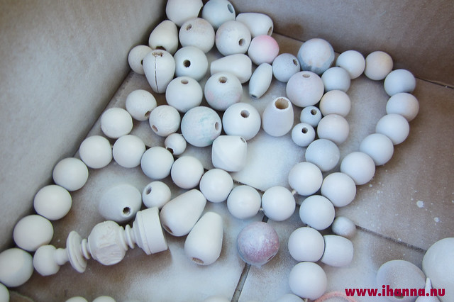 Spray painted White Beads by iHanna