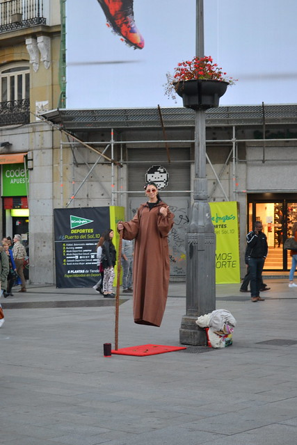 more street performer - Madrid in Photos