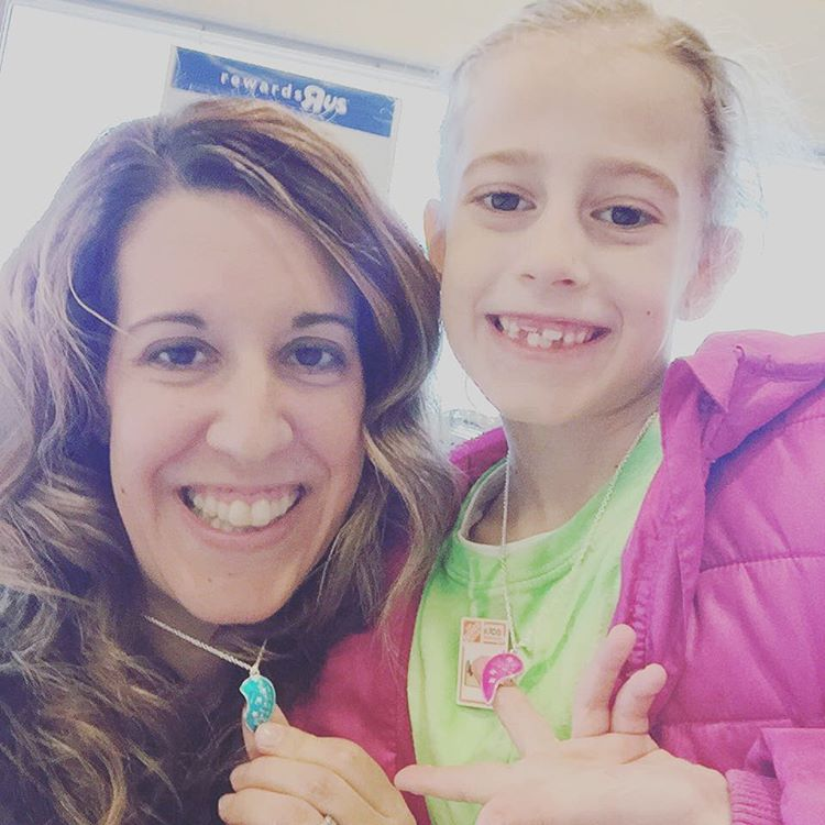 This sweet girl wanted to get best friend necklaces this morning, how could I say no? 😍👩👧💗