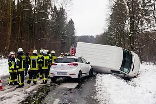 Unfall bei Schneeglätte B455 Naurod-Niedernhausen 20.02.16