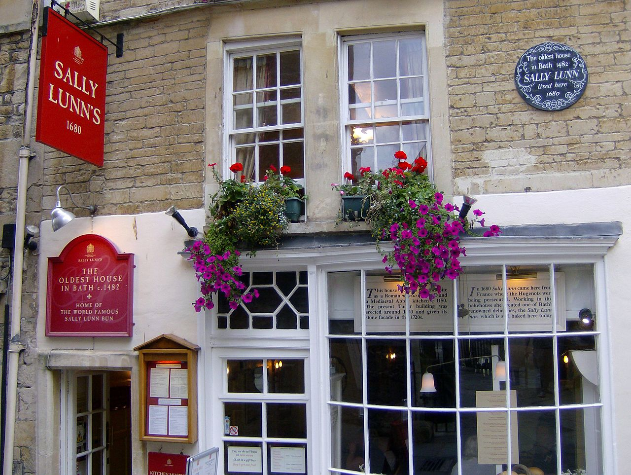 Sally Lunn's House, the oldest house in Bath, home of the Sally Lunn Bun. Credit Fahdshariff