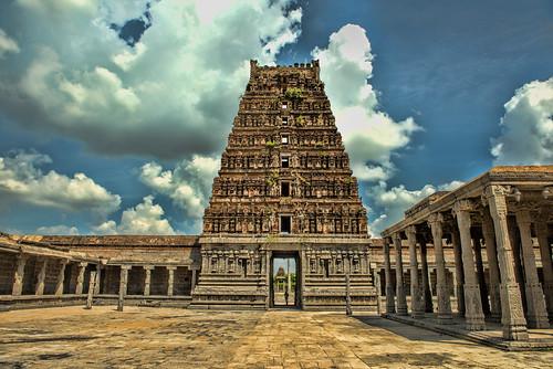 nikon nikond810 nikkor2470mmlens india southindia gingee gingeefort tamilnadu 2016 february2016 landscape history architecture rajagirifort venkataramantemple temple rvkphotographycom rvkphotography rvkonlinecom