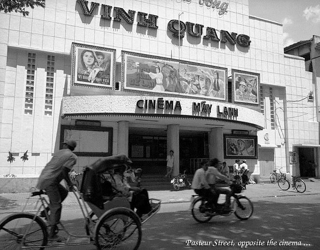 A cinema with air conditioners on Pasteur Street, Ho Chi Minh City. Photo by Raymond Depardon - Rạp CASINO Saigon