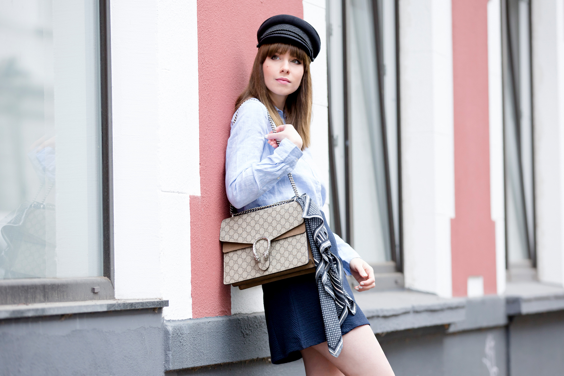 sailor blue french parisienne outfit gucci dionysus chanel luxury fashion blogger modeblogger deutschland hat cute bangs brunette ootd outfit look lookbook cats & dogs ricarda schernus blog 3