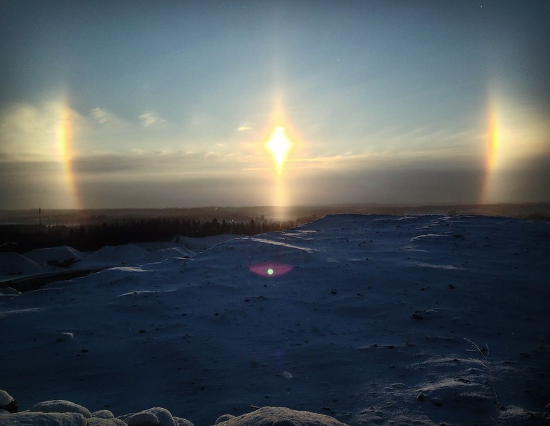 a halo phenomen - sun dogs