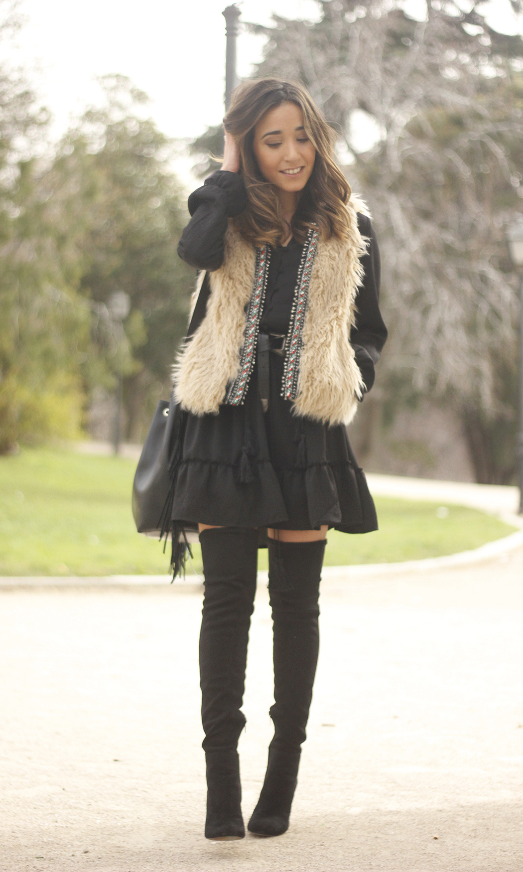 black boho dress fur vest over the knee boots fashion outfit19