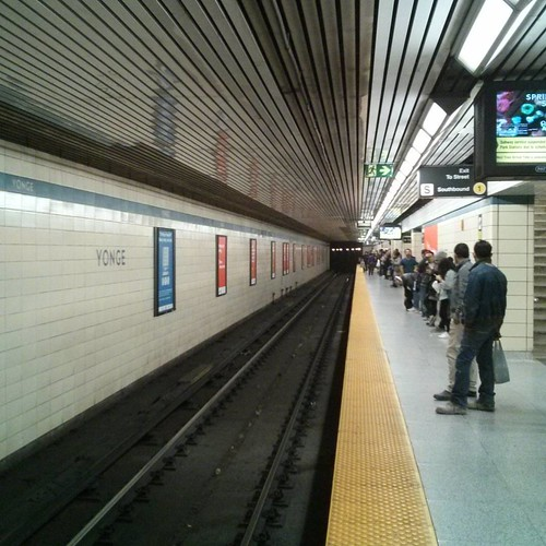 Looking at the westbound track #toronto #ttc #subway #yongeandbloor #blooryonge