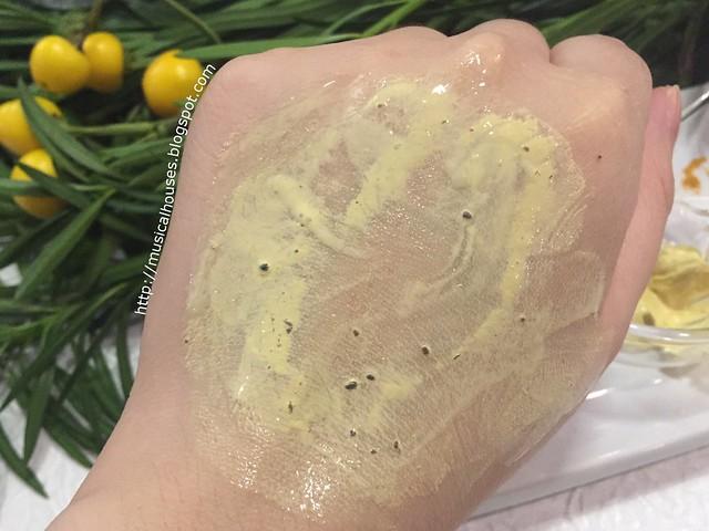 Kiehls Tumeric Cranberry Seed Radiance Energizing Masque Wet