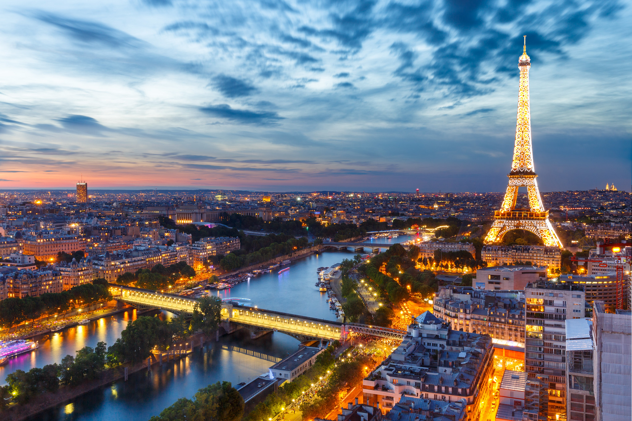 Paris at sunset [2048x...