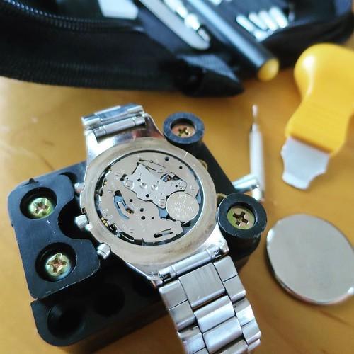 腕時計の電池交換に挑戦。