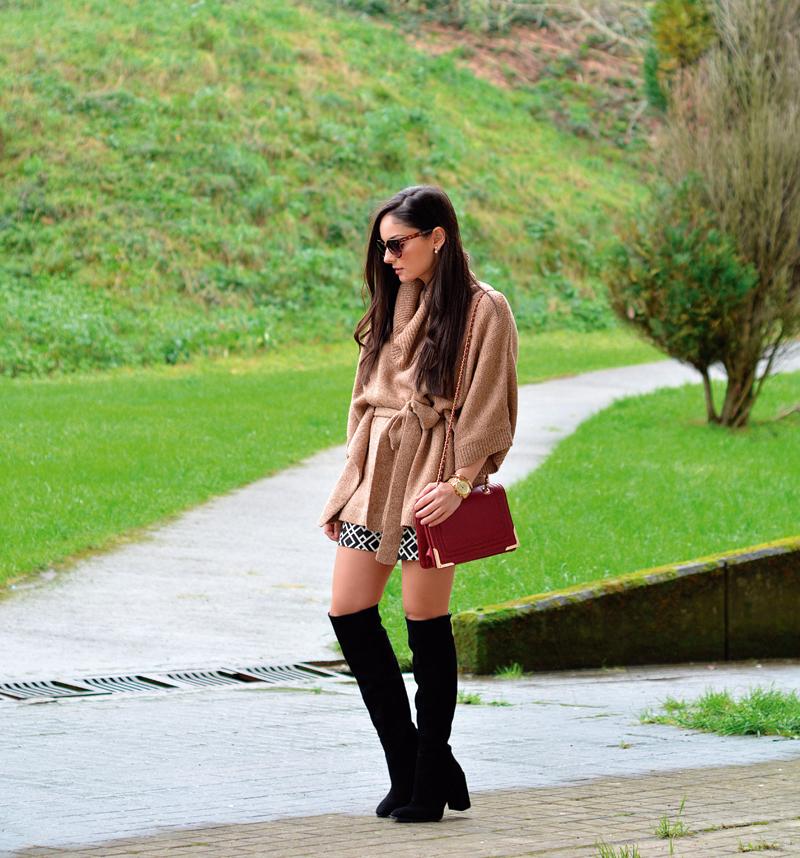 zara_hym_poncho_shorts_high_boots_camel_burdeos_05