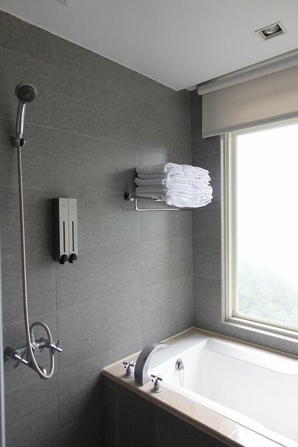 浴室內,牆上有提供洗髮精與沐浴乳@宜蘭香格里拉休閒農場