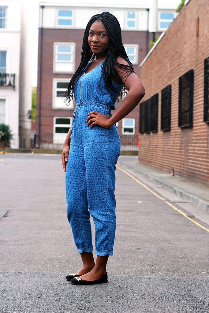 sleeveless-blue-leopard-print-denim-jumpsuit