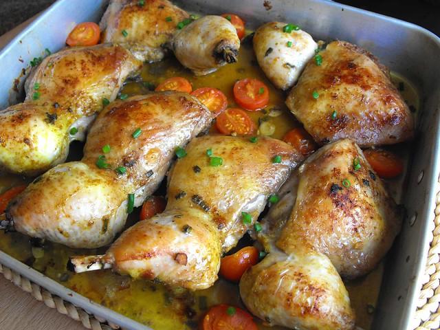 Coxas de frango assadas com caril