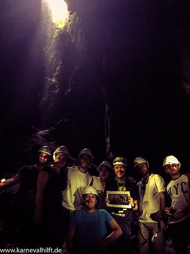 Selbst in den Tiefen der Batu Caves sind die Jecken anzutreffen