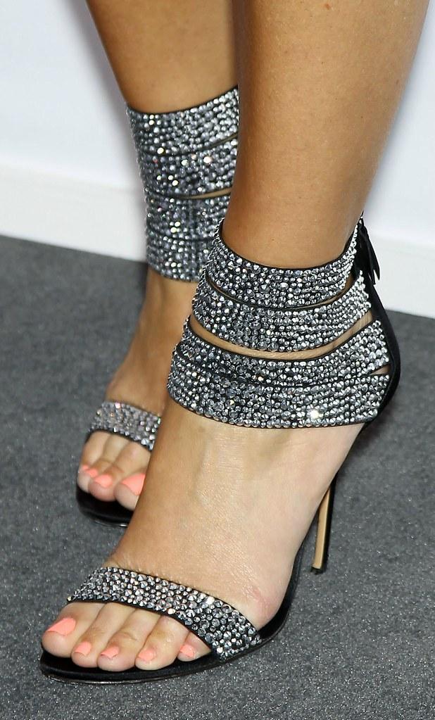 Feet & Shoes (3042)