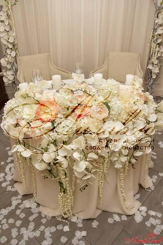 Agenția de organizare a sărbătorilor - «Айлавью» > Aranjamentele florale cu orhidee sunt cartea noastră de vizită.
