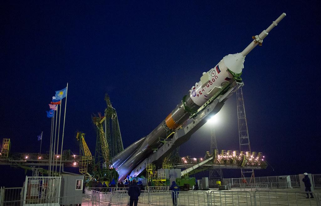 Exp 47 Soyuz Raising (NHQ201603160022)