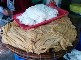 the famous Hoi An rice noodles