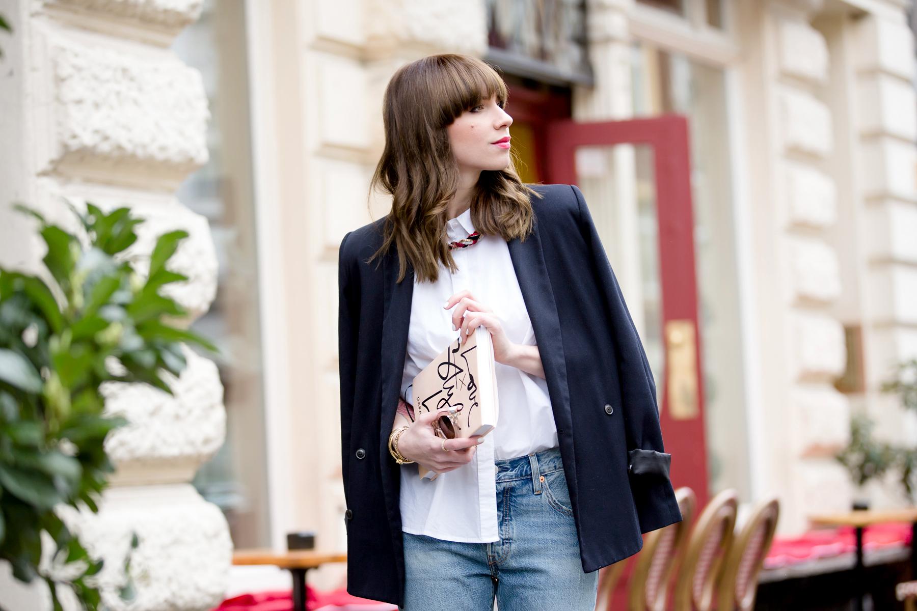 black blazer levi's 501 denim jeans nude pumps garance dore book parisienne french style blogger fashionblogger ootd outfit bangs brunette paris cute girl cats & dogs fashionblog ricarda schernus shopbop sale 3
